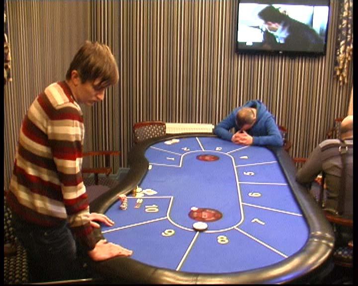 v-ryazani-zakrili-podpolnoe-kazino-video